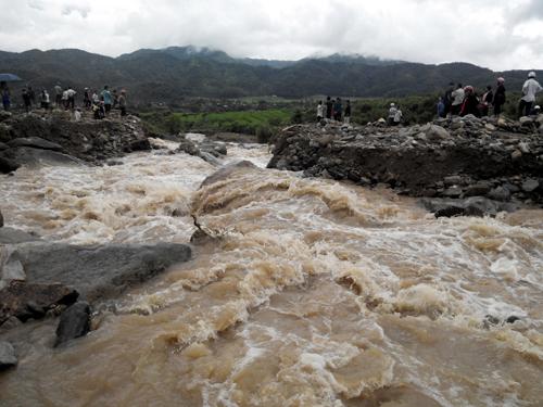 Ở vùng núi các tỉnh  phía Bắc cần chú ý đề phòng lũ quét trên sông suối nhỏ và sạt lở đất