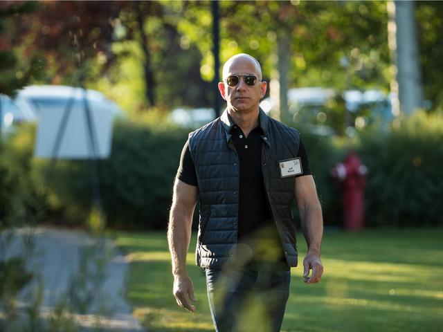 Jeff Bezos chỉ giữ vị trí giàu nhất thế giới chỉ trong vòng 4 giờ