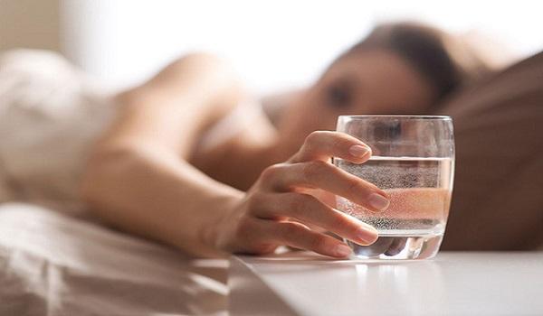 Bổ sung nước khi đã uống quá nhiều nước trong ngày