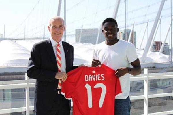 Alphonso Davies đồng hành cùng Bayern