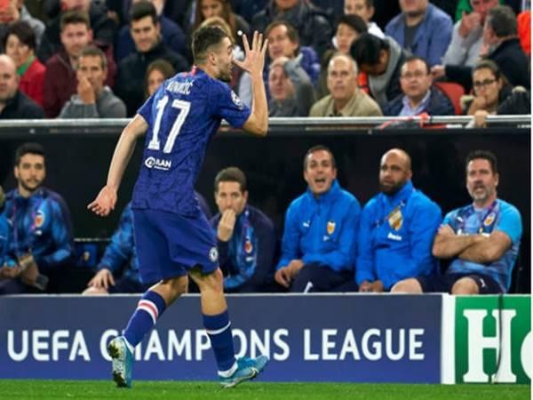 Valencia 2-2 Chelsea: Siêu phẩm người nhện