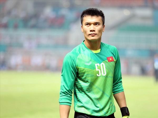 Tin bóng đá Việt Nam 24/12: Bùi Tiến Dũng mong được chơi cùng Công Phượng