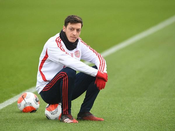 Tin bóng đá tối 15/7: Mesut Ozil tiếp tục ngồi ngoài