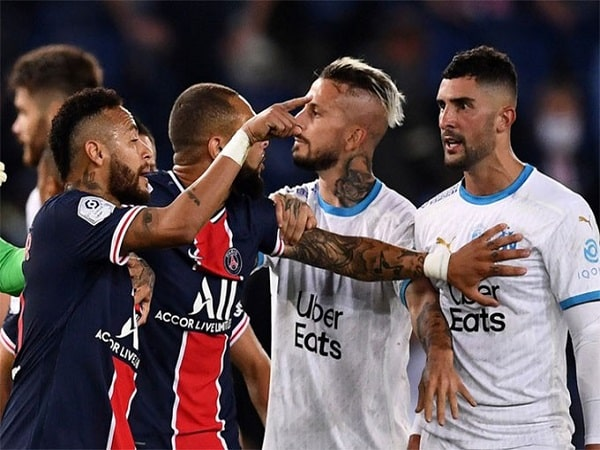 Những trò lố lăng thể hiện tính trẻ con của Neymar