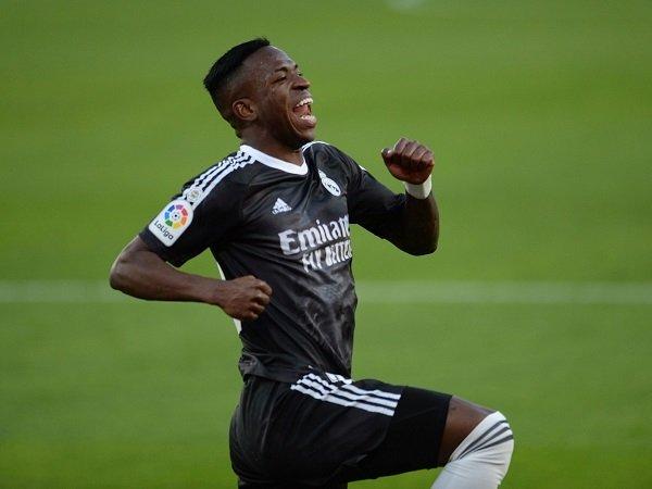 Tin bóng đá chiều 25/12: Arsenal muốn chiêu mộ Vinicius Jr từ Real Madrid