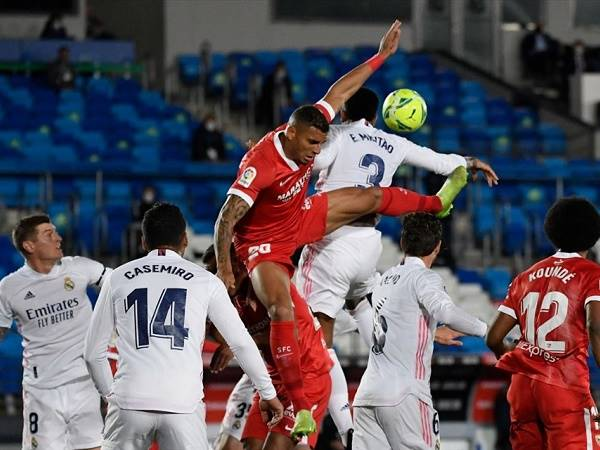 Bóng đá quốc tế sáng 10/5: Pique bình luận ẩn ý sau trận hòa của Real